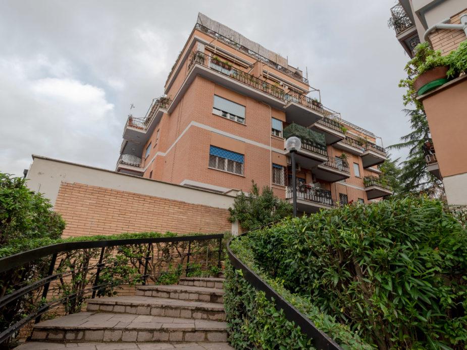 esterno appartamento in vendita via Bravetta